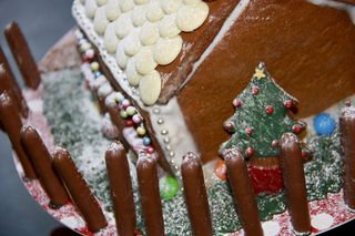 Gingerbread_house1s